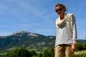 MONTGENEVRE: Châle écru 54€; 100% alpaga