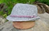 Chapeau feutré main 63€; 100% alpaga