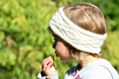 LIMA: Bandeau écru, tricoté main 26€; 100% alpaga